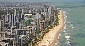 Praia de Boa Viagem, o principal cartão postal de Recife, é onde você deve se hospedar (foto: Carlos Oliveira/Prefeitura de Recife)